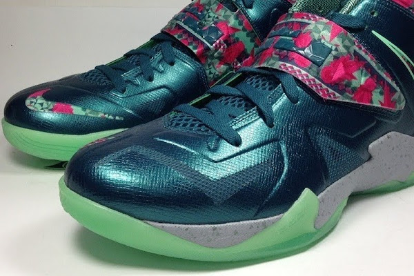 NIKE SOLDIER VII 7 Pink amp Green Glow with GITD Outsole