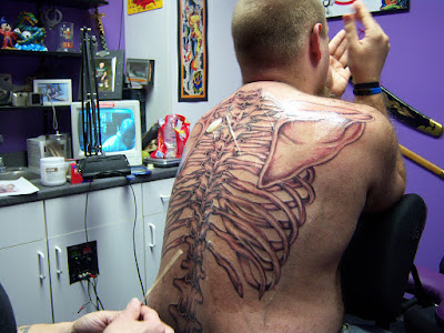 tatuaje osteológico de la espalda