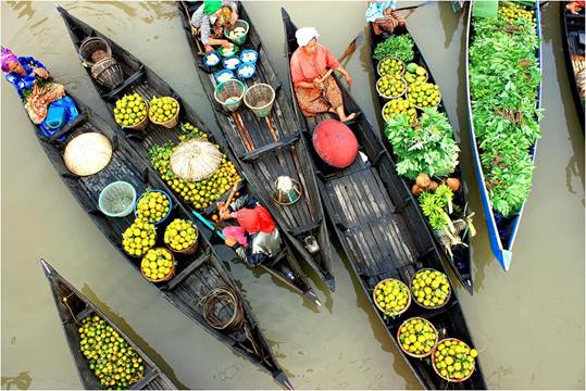 Pasar Apung Di Pulau Kalimantan