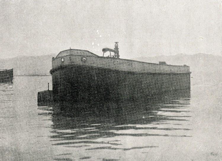 La gabarra CAMPITAS en Vigo. Del libro CAMPSA. 1928-1932.jpg