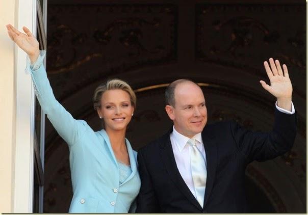 os recién casados han saludado a los monegascos desde el Salón de los Espejos.