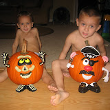 Decorating pumpkins 10-24-11 (5).JPG
