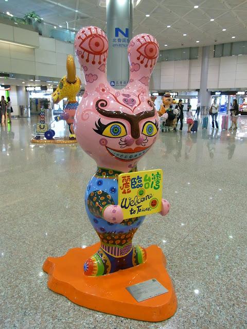桃園空港で出迎えてくれた変なやつら。
