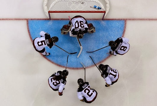 Members of Japan's women's ice hockey team surround Japan's goalie Nana Fujimoto before the start of the second period against Germany during their women's preliminary round ice hockey game at the Sochi 2014 Winter Olympic Games February 13, 2014. REUTERS/Laszlo Balogh (RUSSIA - Tags: SPORT ICE HOCKEY OLYMPICS TPX IMAGES OF THE DAY) ORG XMIT: OLYY939