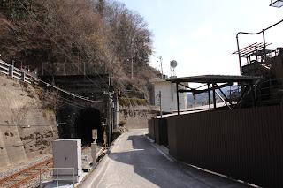 下流方向を望む(左側がJR飯田線)