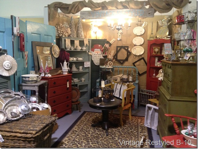 booth post armoire 039