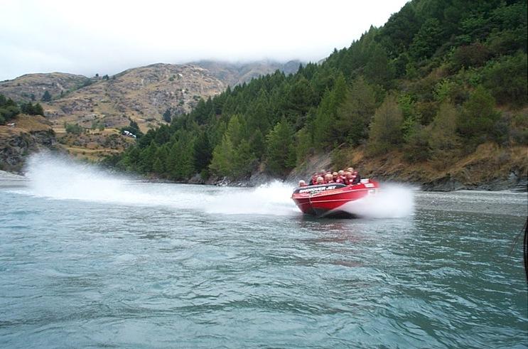 05-040-Jet Boat