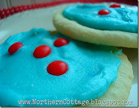 frosted-sugar-cookies1[1]