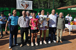 il direttore del torneo - il sindaco il presidente del circolo     il rappres. della famiglia Della Torre                         con  Elena Rutigliano ed Alice Moroni