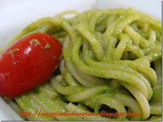 espaguete-ao-pesto-de-rucula-03