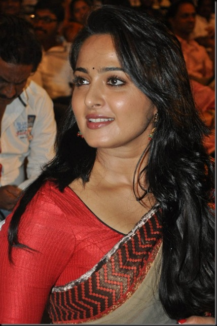 Anushka in saree ...TollywoodAndhra.in