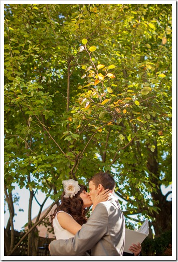 helen-colin-wedding-day-white-colorful-hipster-rustic-vintage-special-lovely-couple-inspiration-blogger-blog-first-kiss-i-do