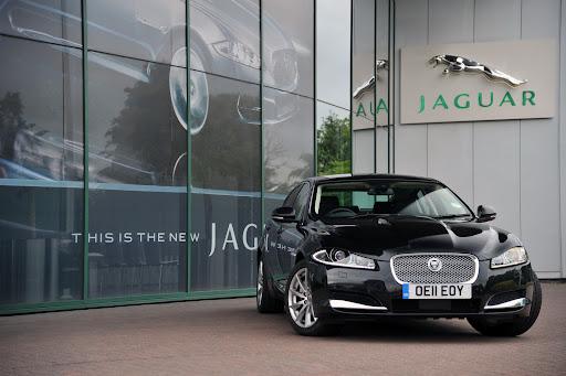2012-Jaguar-XF-01.JPG