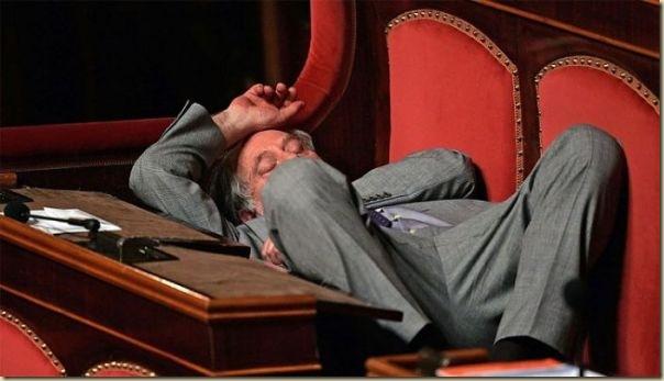 Les politiques sommeillent (6)