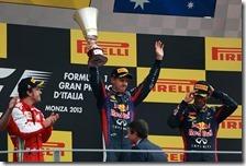 Vettel alza la coppa al cielo
