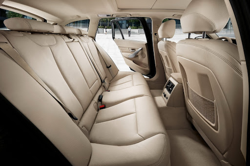2013-BMW-3-Series-25.jpg