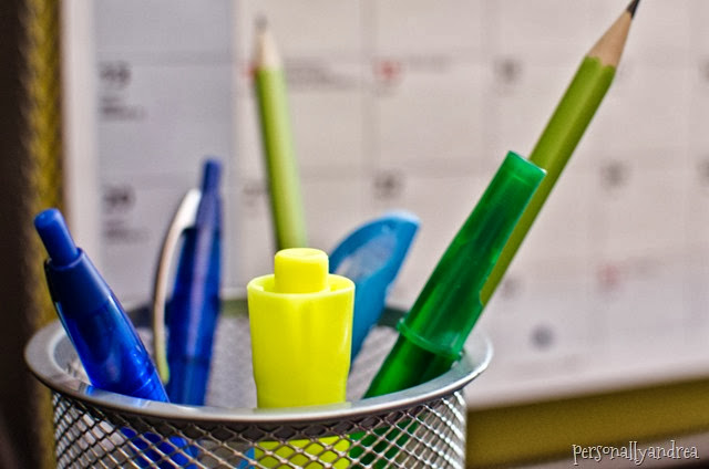 Organizing a Student Desk | pens, highlighters, calendar | personallyandrea.com