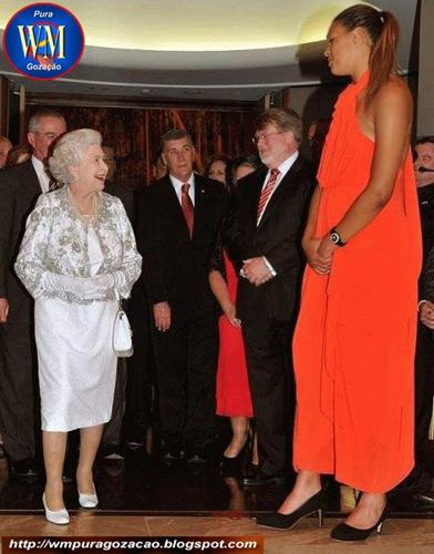 FLAGRANTE - ESTÁ PROVADO, A RAINHA ELIZABETH NÃO É A MAIOR MULHER DO MUNDO