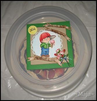 2012-06-29 Marianne lager kort og kake til Eikenga barnehage 001