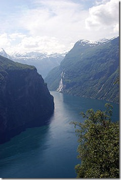 220px-Geirangerfjord_6-2007