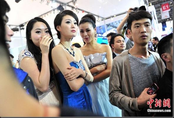 Gan-Lulu-at-2012-Beijing-auto-show-8-560x373