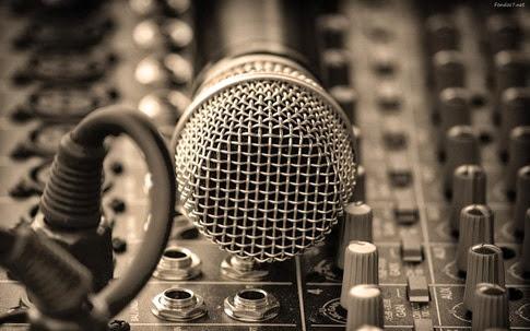 ¿Por qué mi voz se escucha diferente en una grabación