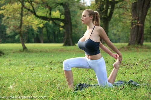 jordan carver linda sexy sensual peitos tits big tits fazendo yoga  desbaratinando  (2)