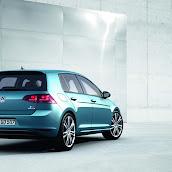 2013-Volkswagen-Golf-7-8.jpg