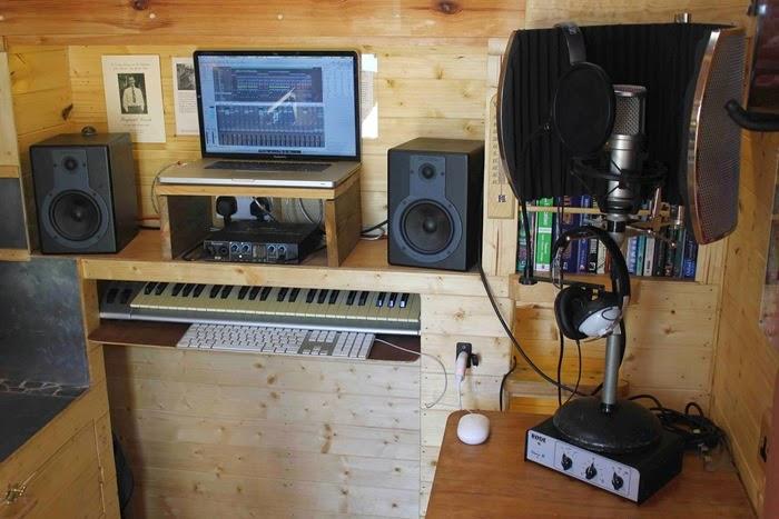 Alex studio in van