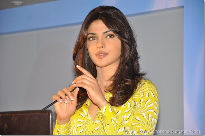 Priyanka Chopra Sexy Pics in Yellow Dress 1