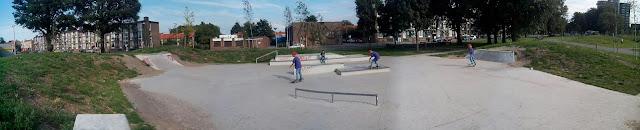 Het mini street plaza skatepark in IJmuiden zit goed in elkaar en je kan er goed skateboarden.