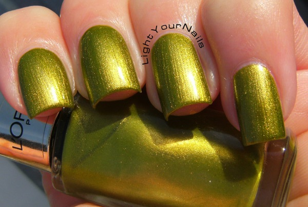 L'Oreal Color Riche Majestic Green (807)