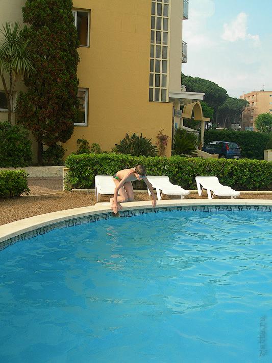 Hotel Terramarina (ex. Carabela Roc). La Pineda. Costa Dorada. Spain. У отеля свой небольшой бассейн.