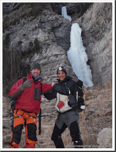 Cascada de Hielo de La Sarra 250m WI4  85º (Valle de Pineta, Pirineos) (Isra) 8170
