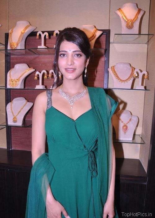 Shruti Hassan Hot Navel Photos 2012 7
