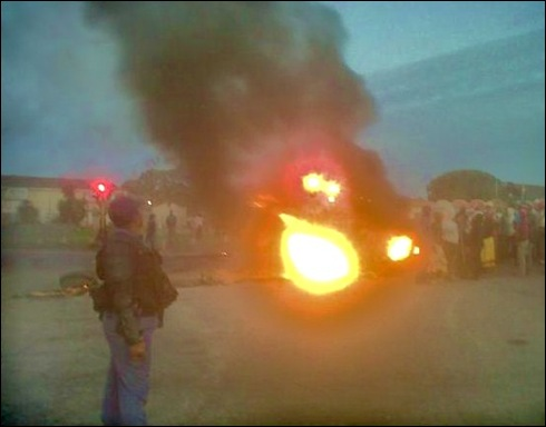 ANC HATE SPEECH PROTESTORS JOBURG AIRPORT ROAD MAY 29 2012