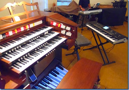 The magnificent Allen TH300 Theatre Organ that Chris Powell played together with the latest Korg 76 note keyboard, the Korg Pa3X. The Allen and Korg were generously provided by Music Planet Botany. Photo courtesy of Gordon Sutherland.