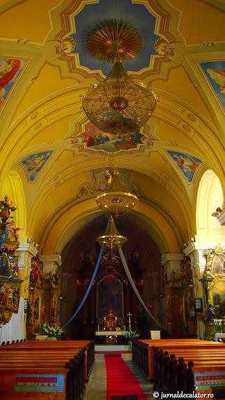 Interiorul bisericii din Kiskunfélegyháza