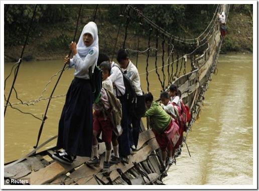 sofiah_jembatan_ciberang_lebak_banten