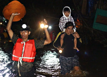 17FLOODSGUSA3<br />Members of the Army's 4th Infantry Division rescue team help out residents of Barangay Gusa in Cagayan de Oro City after flood waters coming from the mountains brought about by tropical storm Sendong engulfed several of the city&rsquo;s barangays. MindaNews photo by Erwin Mascarinas<br />