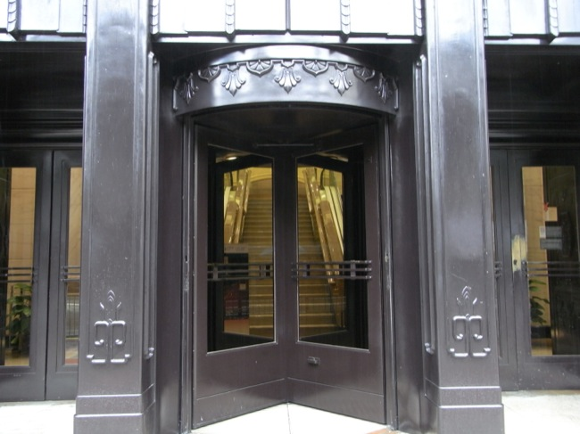 CC Photo Google Image Search Source is upload wikimedia org  Subject is revolving door