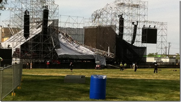 radiohead_stage_collapse