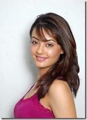 Surveen-Chawla-still_1