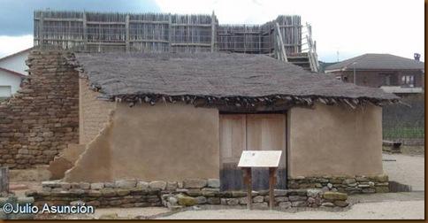 Poblado de Las Eretas - Casa de la Edad del Hierro reonstruida in situ
