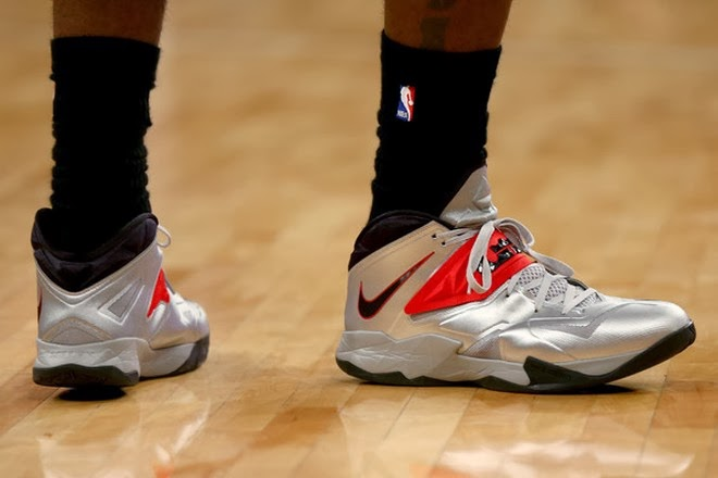 online store 0fe52 55fc3 ... Closer Look at LeBron8217s Favorite Nike Zoom Soldier VII Silver PE ...