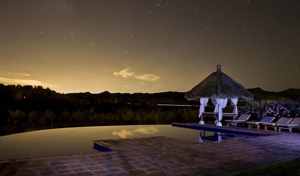 piscina_noche_960.jpg