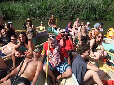 bajando el río en manada
