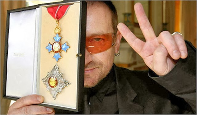 Bono-award-from-Queen-Elizabeth-II
