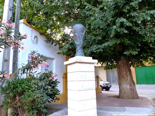 monumento-copa-del-mundo-fuentealbilla.JPG