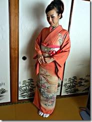 お母様の訪問着を着付けに着付師 島さんが (2)